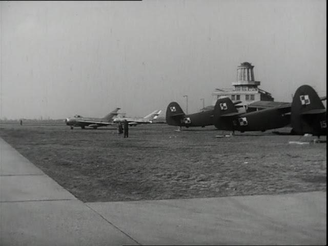 """Kadr z filmu """"Życie raz jeszcze"""" (1964)"""