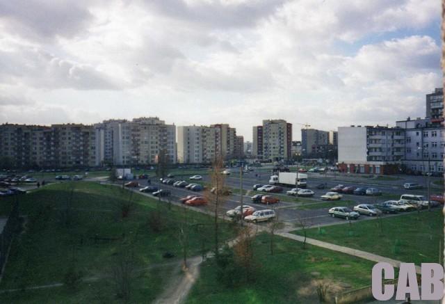 Bemowo Lotnisko - widok na Wrocławską z bloku przy Kaden-Bandrowskiego