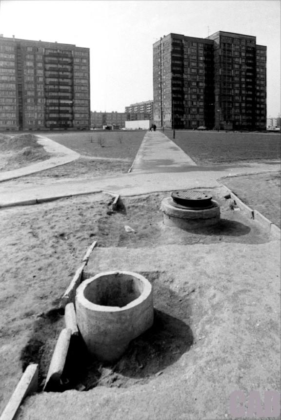 Chodnik i studzienki kanalizacyjne - Os. Rozłogi