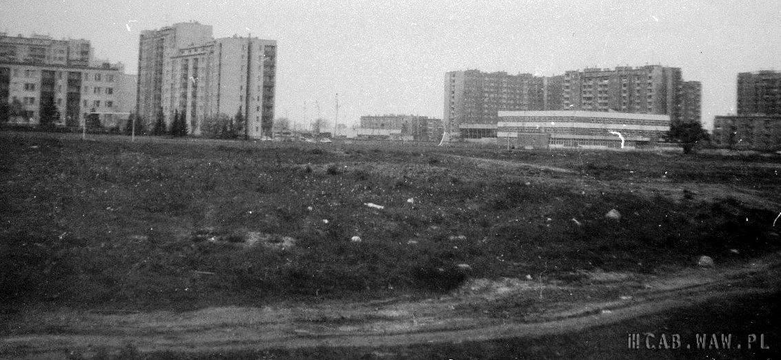 Boisko i szkoła przy Szobera