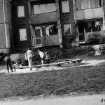 Plac zabaw przy ul. Czumy 15 - lata 80. (1)