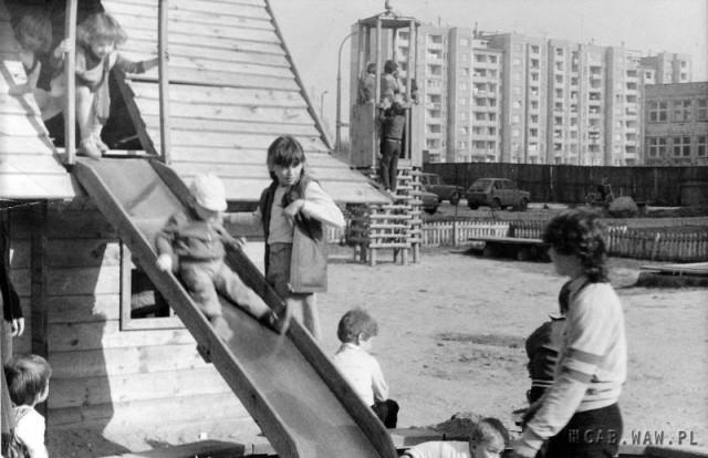 Drewniany plac zabaw przy ul. Czumy (1)