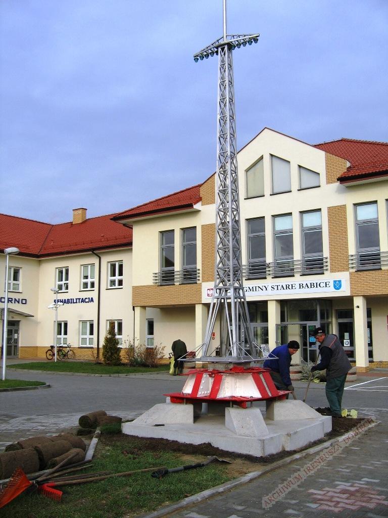 Prace porządkowe przy pomniku radiostacji transatlantyckiej