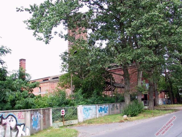 Widok mniejszego komina kotłowni WAT, 2001 r.